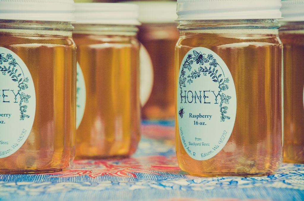 maska na tvár z medu vyživuje a chráni