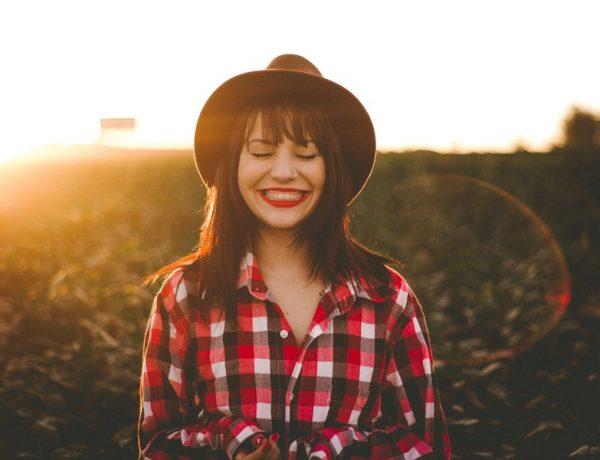 Ako byť šťastná: žena v klobúku