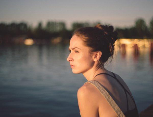 Úzkosť: dievča pri vode