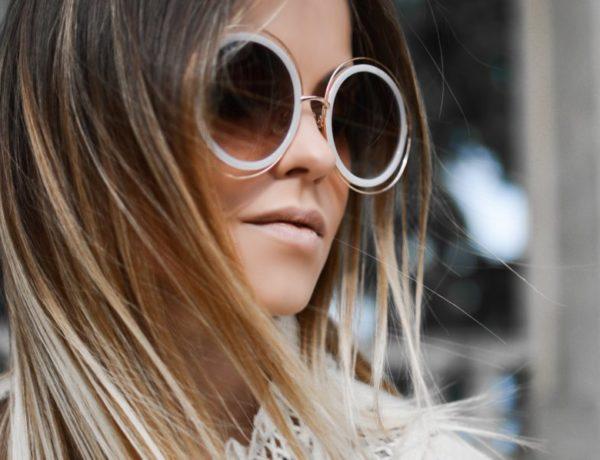ženská tvár s okuliarmi