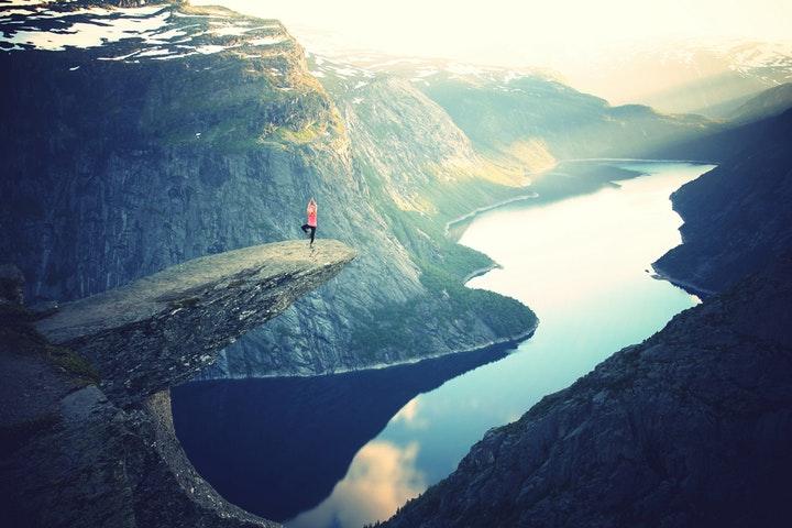 cvičenie jogy v prírode a vonku