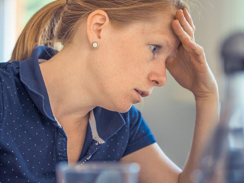 žena pociťuje stres z práce