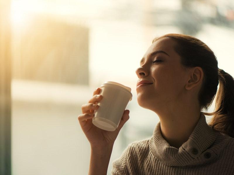 žena sa meditovaním zbavuje stresu