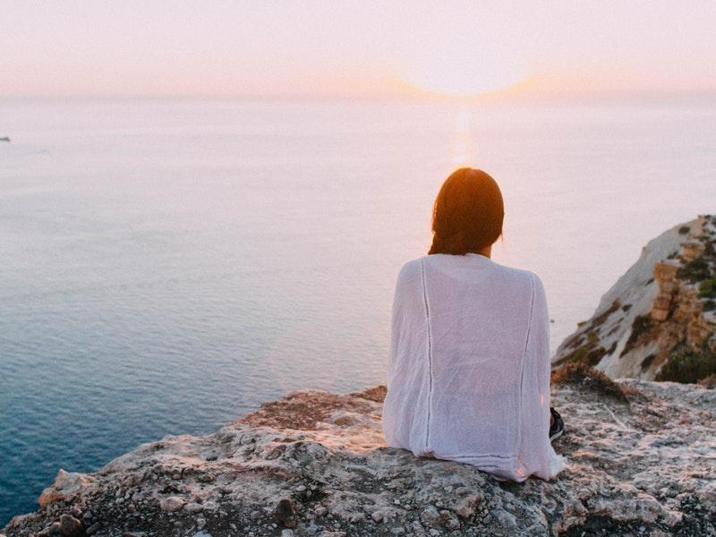 Meditovanie pri mori