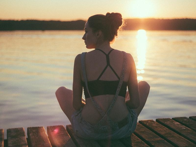 Meditovanie pri vode