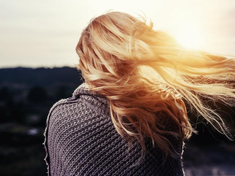 žena chce zastaviť vypadávanie vlasov