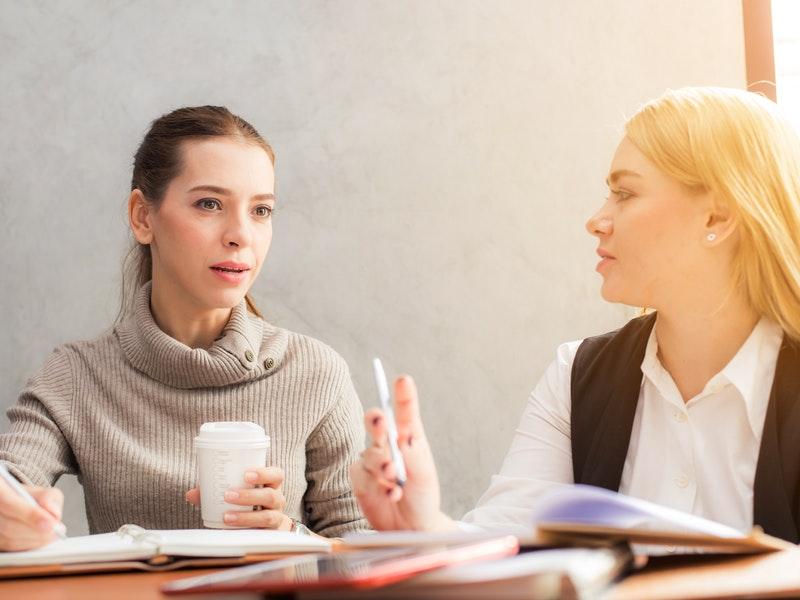 žena debatuje o tom, ako odbúrať stres