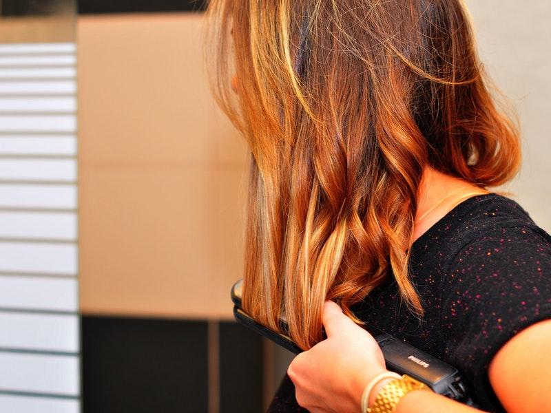 vypadávanie vlasov spôsobuje aj styling