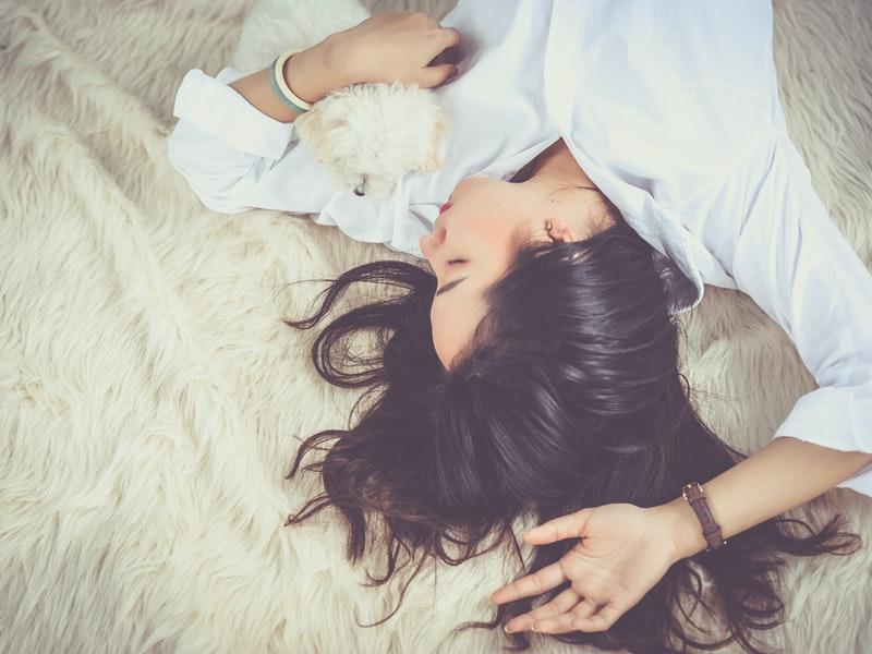 relaxujúca žena
