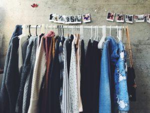 oblečenie na stojane