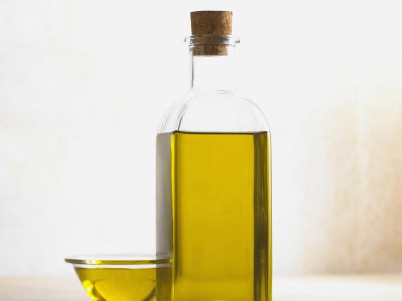 olivový olej vo fľaši