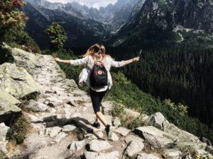 turistka v prírode