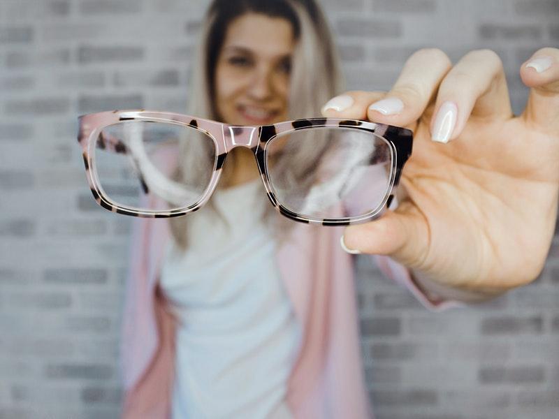 líčenie pre ženy s okuliarmi