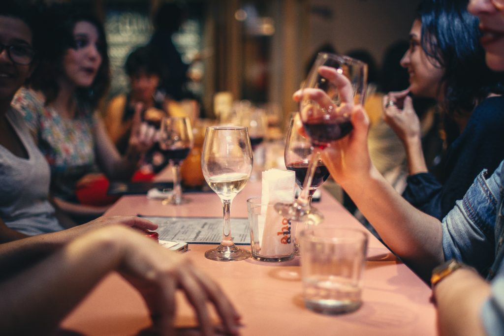 víno pri večeri
