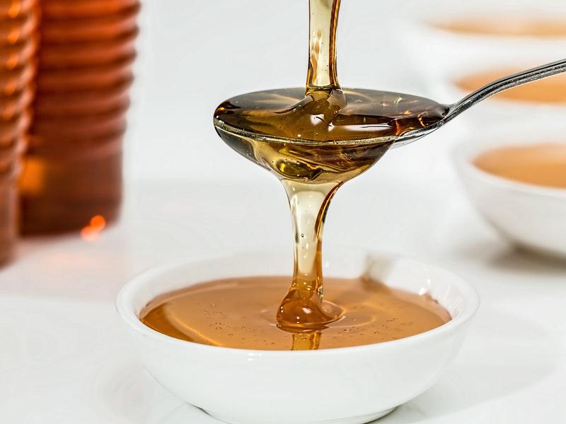 med môže byť pridaný cukor
