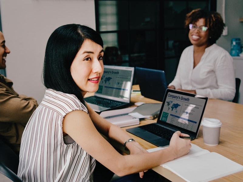 žena zažíva v práci pocit úzkosti