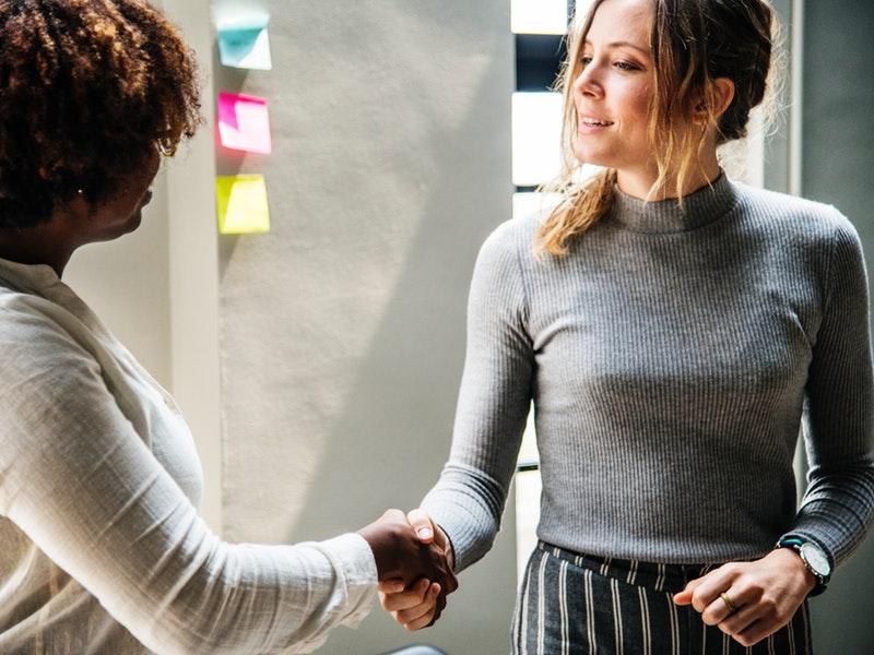 ženy počas networkingu