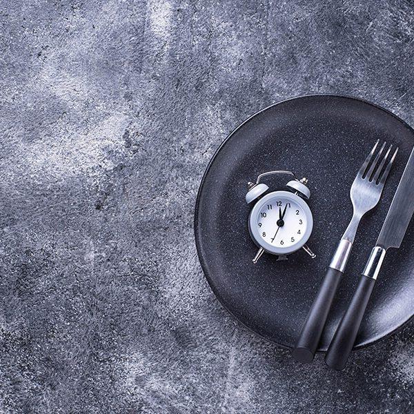 Prerušovaná hladovka (intermittent fasting) a jej výhody