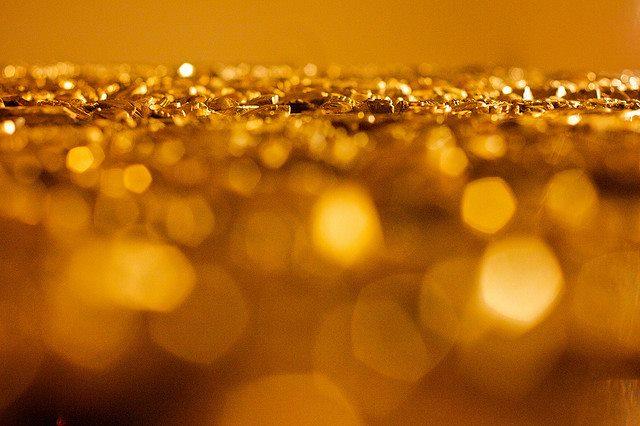 730ae8233 Zlato je už niekoľko tisíc rokov považované za jeden z najdrahších,  najkrajších a najluxusnjších farebných kovov. Čoraz častejšie sa však v  rukách ...